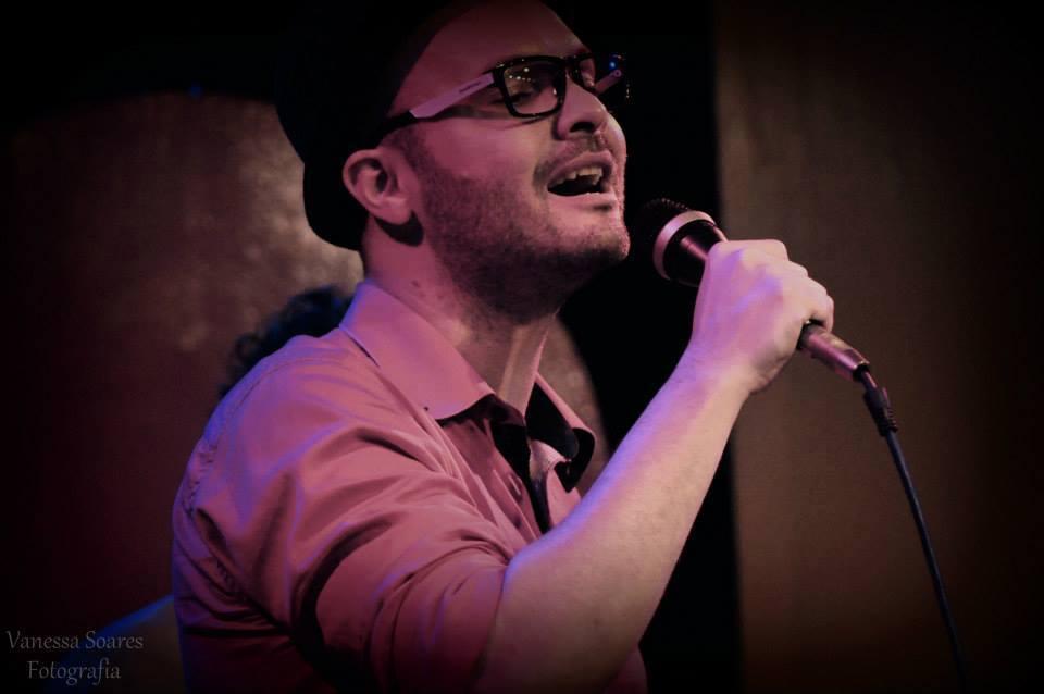Dudu Filetti solta sua voz no palco do The John nesta sexta-feira. (Foto: Vanessa Soares Fotografia)