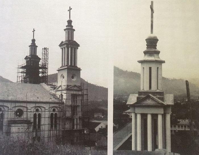 Vista parcial da obra, com destaque para as torres, uma delas já pronta e a outra com as obras em andamento. Fonte: Acervo pessoal de Carolina Brugnago.