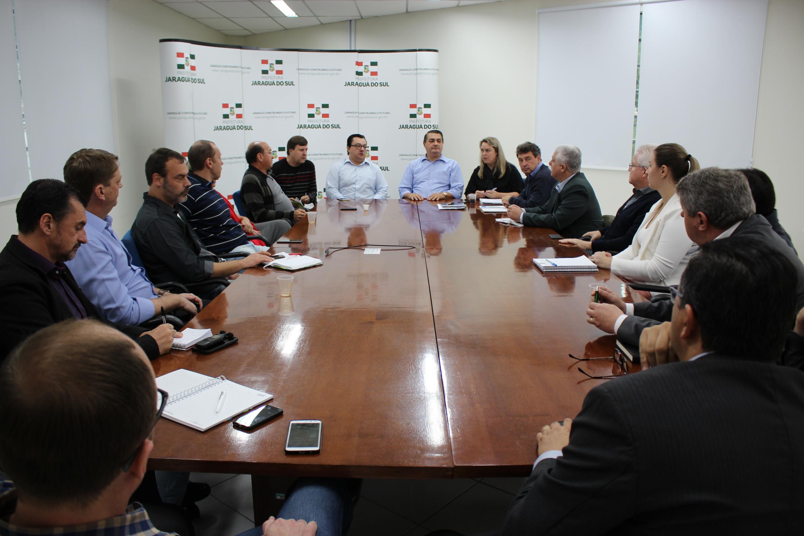 O prefeito de Jaraguá do Sul, Antídio Aleixo Lunelli, comandou uma reunião com os secretários municipais | Foto Divulgação/Prefeitura de Jaraguá do Sul