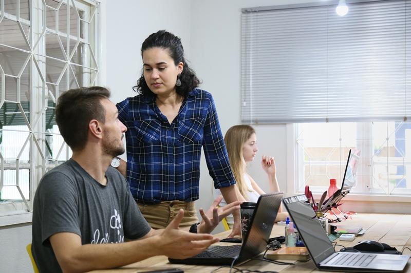 Espaços de coworking conquistam o gosto dos jaraguaenses | Foto Eduardo Montecino