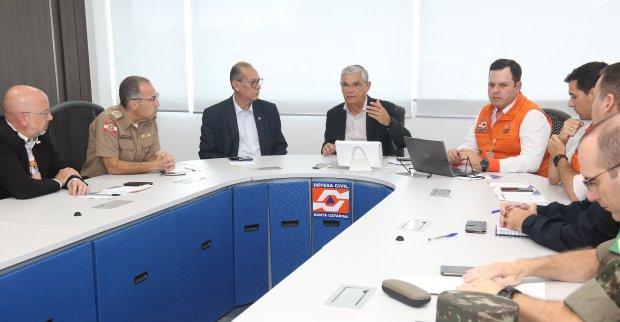 Governador esteve no gabinete de crise nesta terça   Fotos: Jeferson Baldo/ Secom