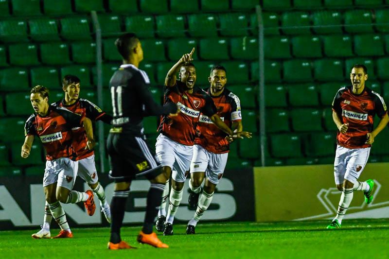 Leandro Amaro (C) comemora o primeiro gol do Oeste no Scarpelli   Foto Antônio Carlos Mafalda   MafaldaPress