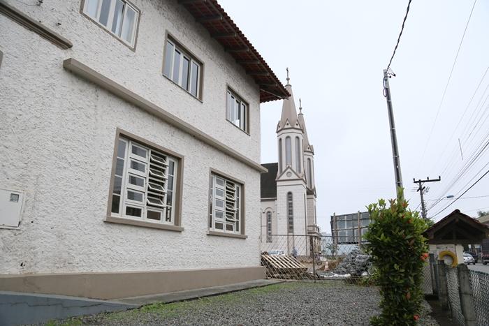 Padre diz que empresa funerária deixou a capela mortuária em Guaramirim por conta própria