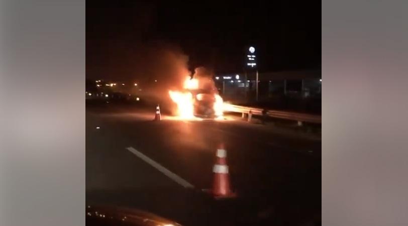 Volkswagen Fusca ficou completamente destruído   Foto Divulgação/Redes Sociais