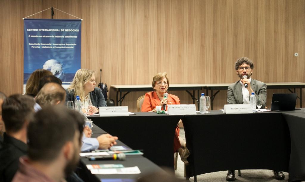 Reunião da Câmara de Comércio Exterior da FIESC abordou acordos comerciais e compras governamentais/Foto: Filipe Scotti