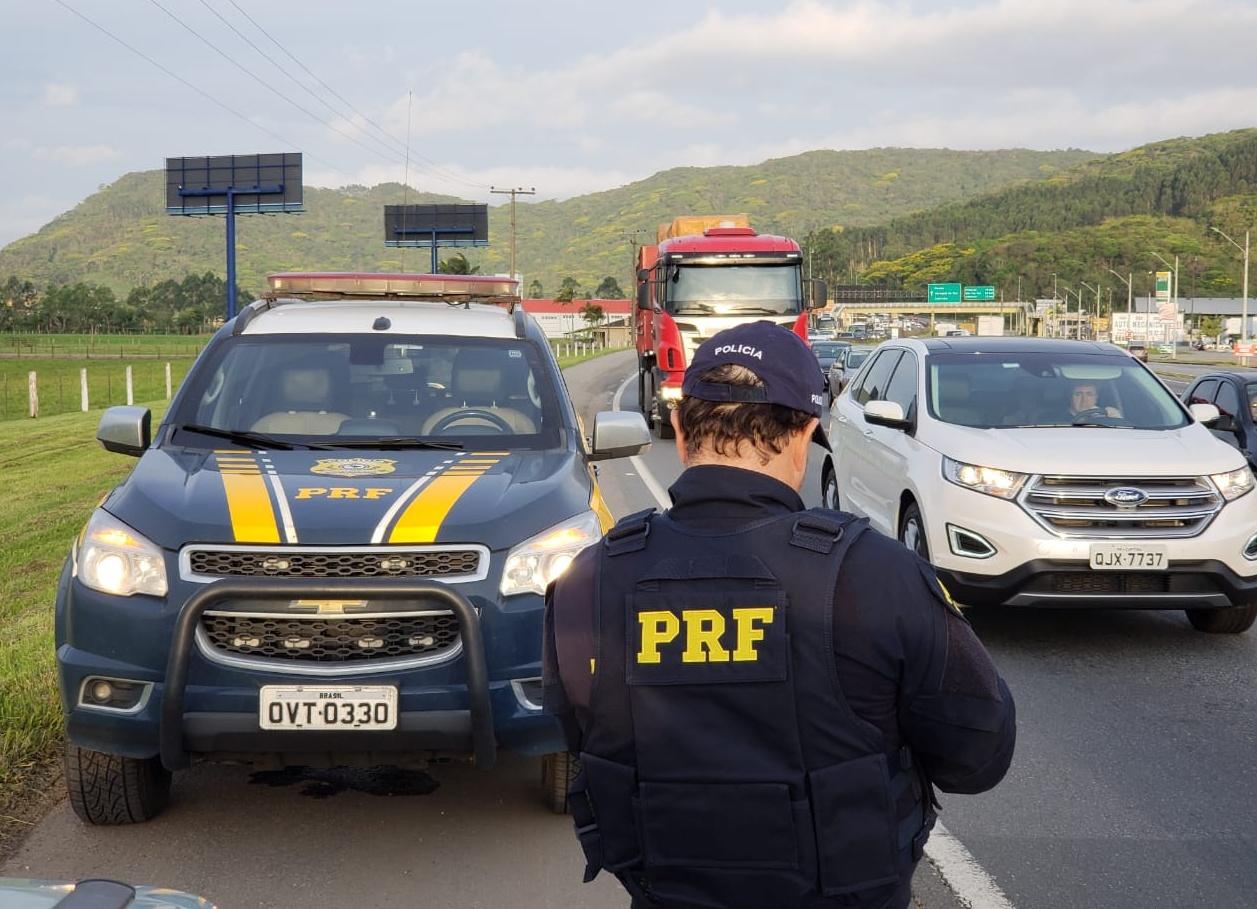 PRF em SC lavrou 2.233 autos de infração na Operação Finados | Foto PRF/Divulgação