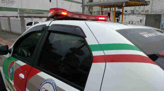 Homem é preso dirigindo carro embriagado em Jaraguá do Sul