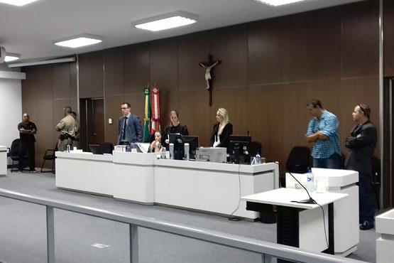 Sessão, presidida pela juíza substituta Mônica Bonelli Paulo Prazeres, durou quase cinco horas   Foto TJ/Divulgação