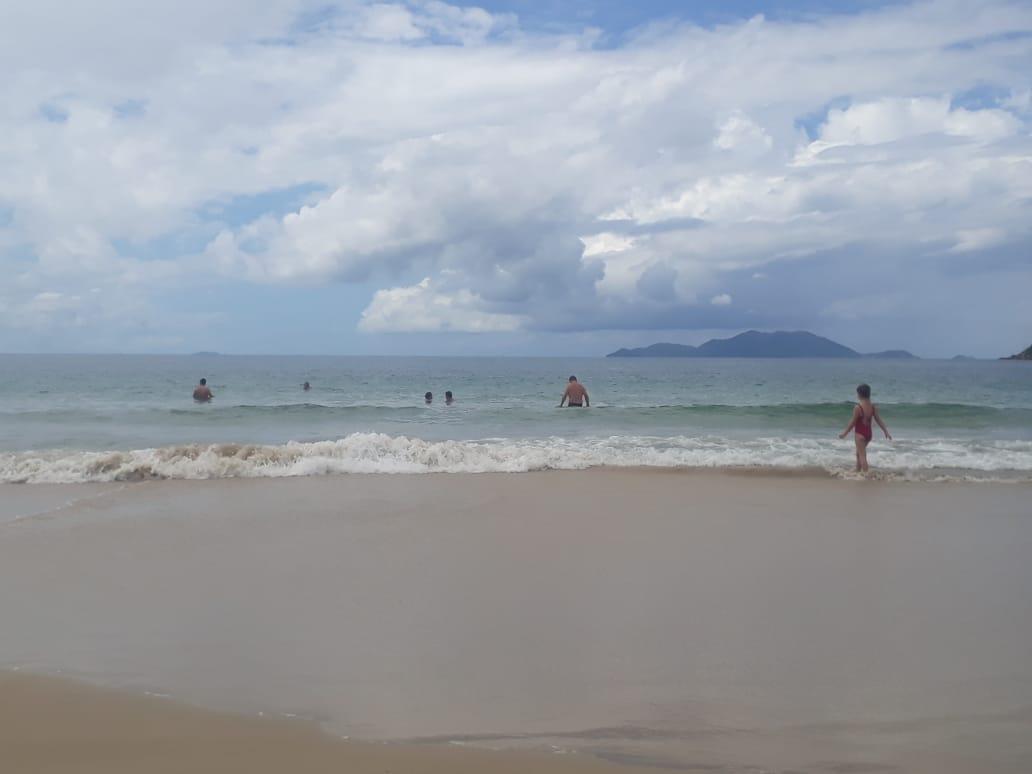 Sábado será de sol e calor, o que deve levar muita gente á praia   Foto Ewaldo Willerding/OCPNews
