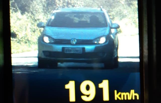 Além da multa de R$ 880,41 e sete pontos na CNH, o condutor vai responder a processo de suspensão do direito de dirigir | Foto PRF/Divulgação