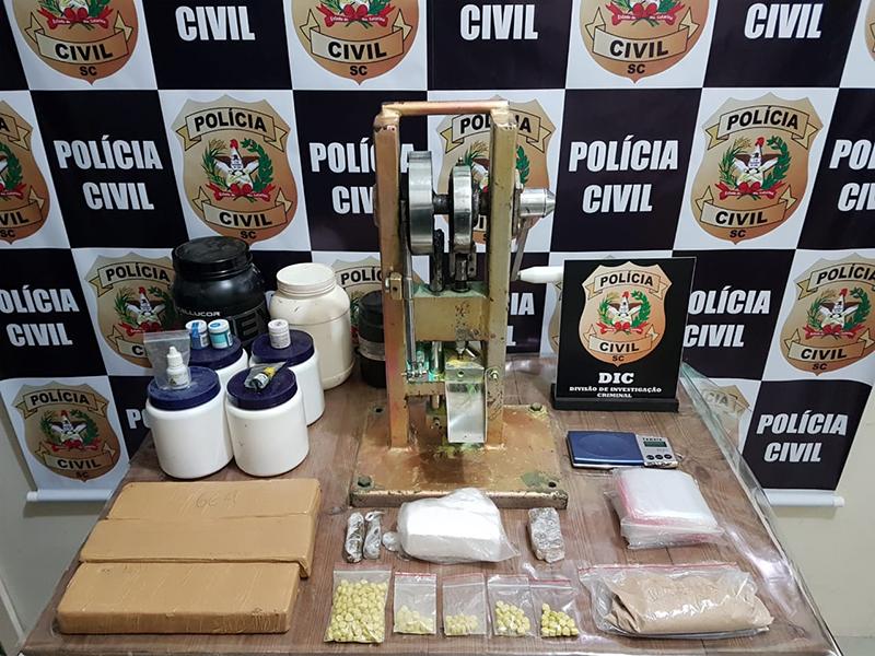 Segundo a polícia, seriam produzidos mais de 5 mil comprimidos de ecstasy   Foto Polícia Civil/Divulgação