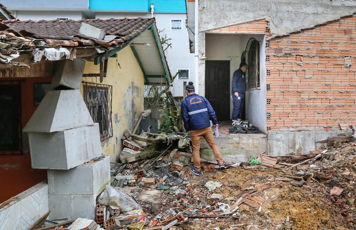 Parte das casas interditadas perto da SC-108, em Guaramirim, pode ser liberada nos próximos dias