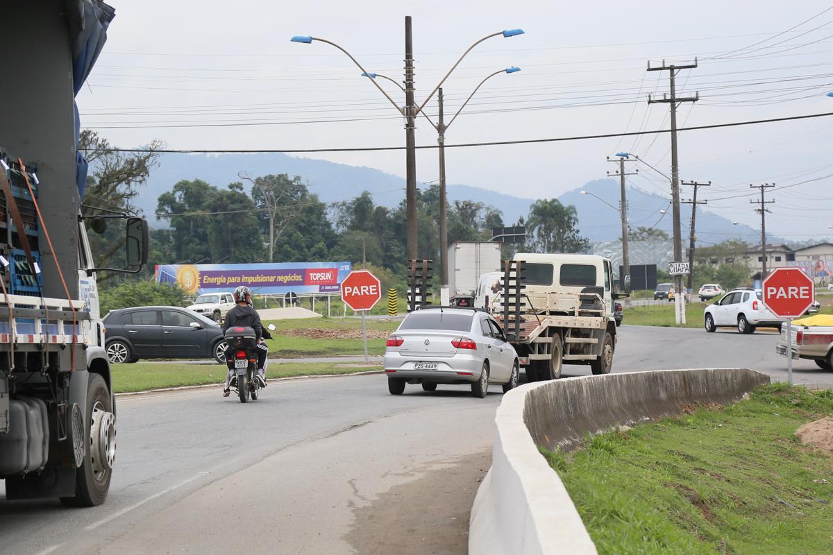 Motoristas estão se adaptando com a mudança na rotatória da BR-280   Foto Eduardo Montecino/OCP News