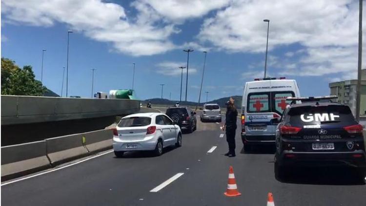 Acidente aconteceu no elevado do CIC | Foto GMF/Divulgação