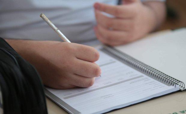Procon alerta sobre cobrança ilegal de taxas a alunos com deficiência