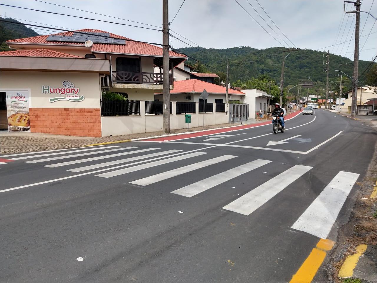 Acidente aconteceu na rua José Theodoro Ribeiro, na manhã desta terça | Foto: Fábio Junkes/OCP News