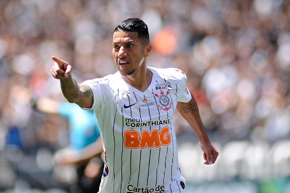 Avaí acerta com volante campeão mundial pelo Corinthians