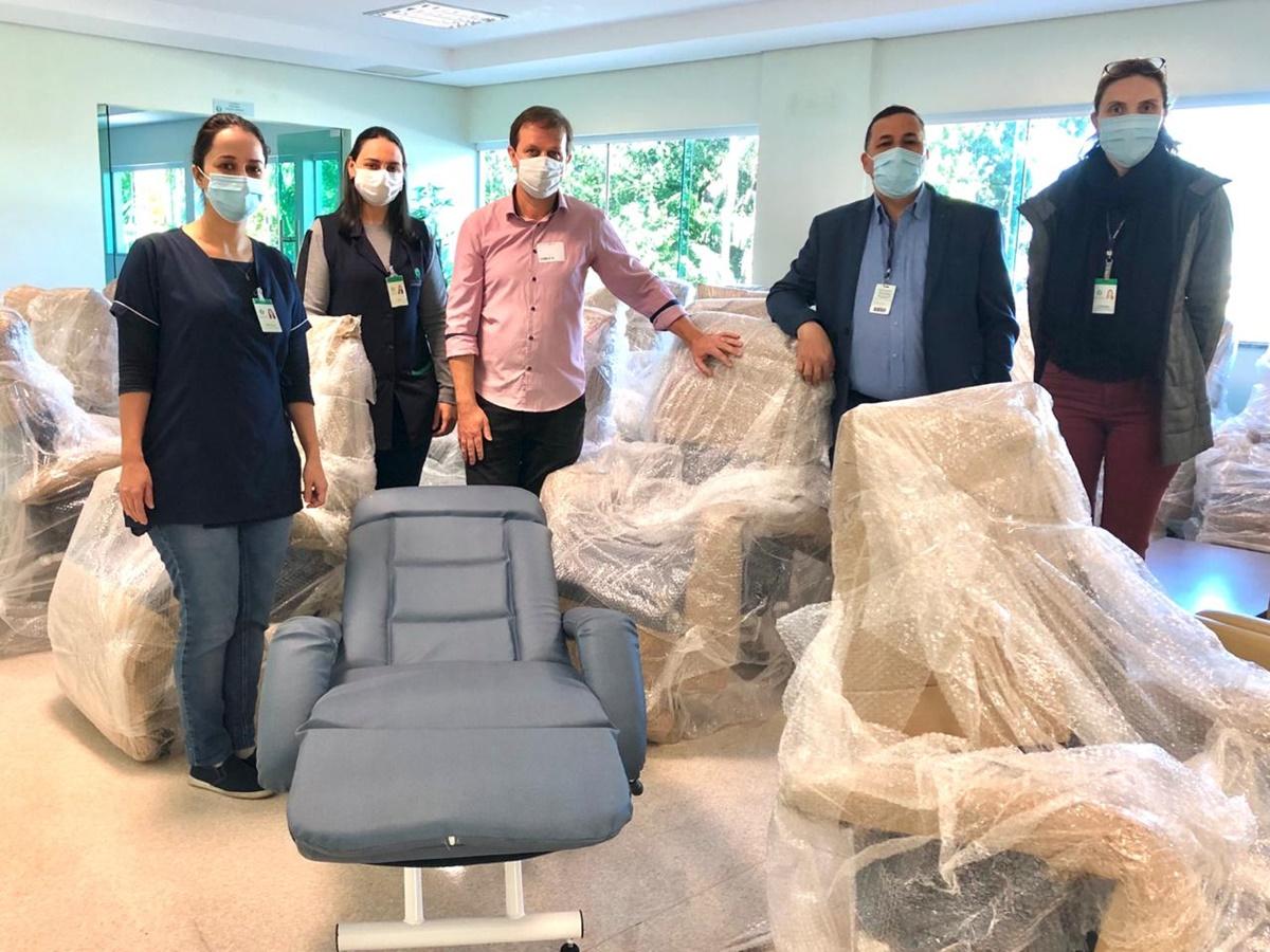 Hospital e Maternidade Jaraguá recebe doação de 50 poltronas