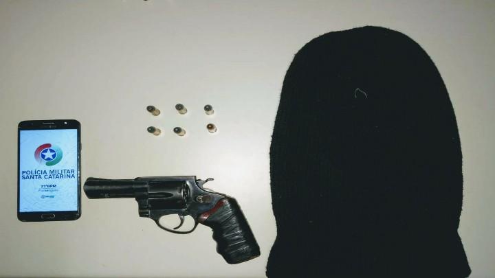 Um dos traficantes tinha arma calibre 38   Foto Divulgação/PMSC