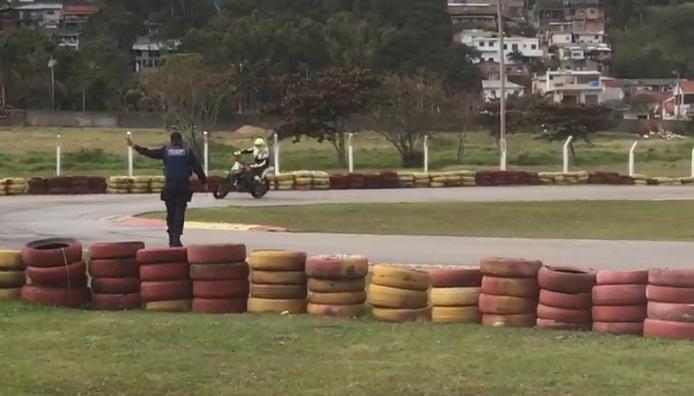 GMF interrompe prova de motovelocidade em Florianópolis   Reprodução/GMF