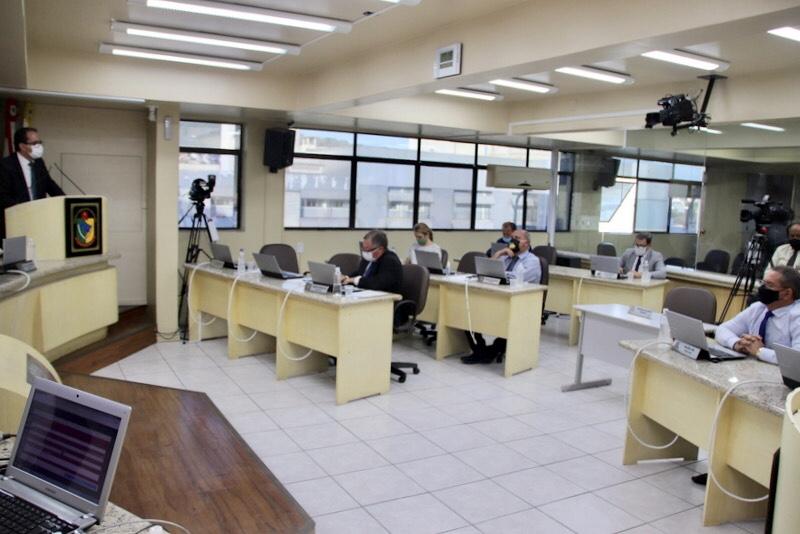 Vereadores de Criciúma aprovam projeto no qual parlamentar não poderá assumir secretaria
