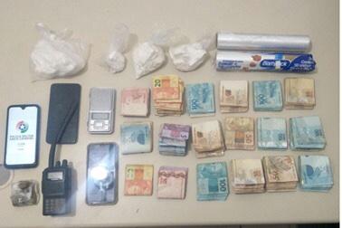 PM de Criciúma apreende drogas e mais de R$ 14 mil com abordado