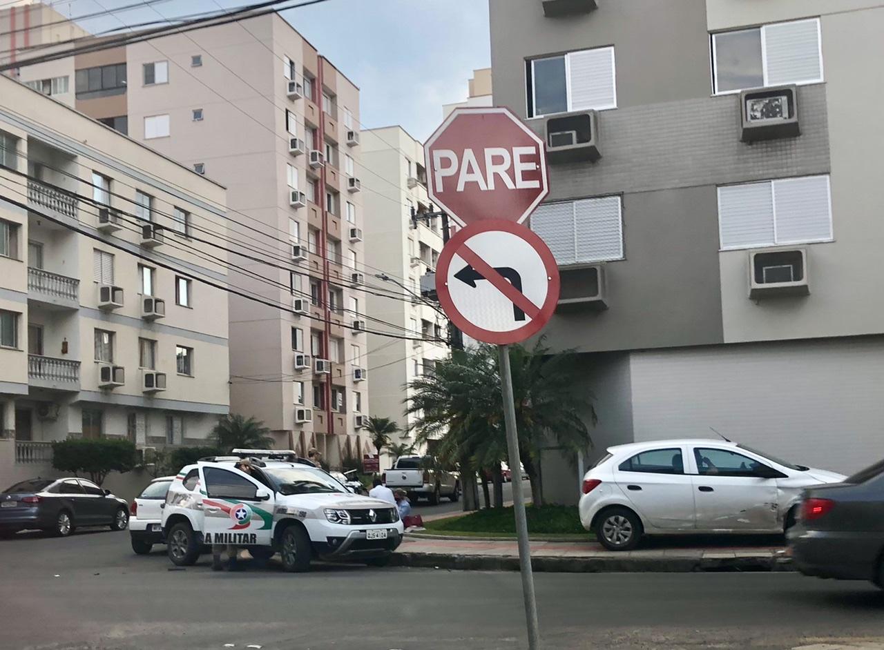 Acidente em cruzamento é registrado na área central de Criciúma