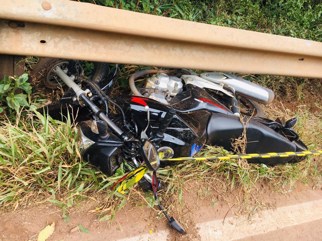 Moto saiu da pista e se chocou com uma defensa metálica | Foto: PMRv/Divulgação