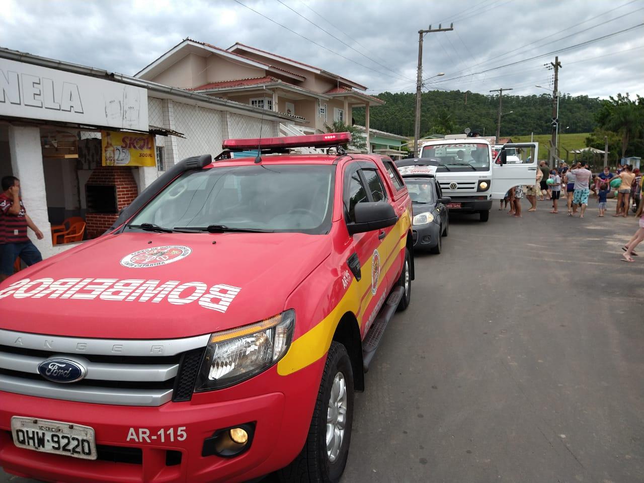 Bombeiros de Criciúma participam de entrega de brinquedos