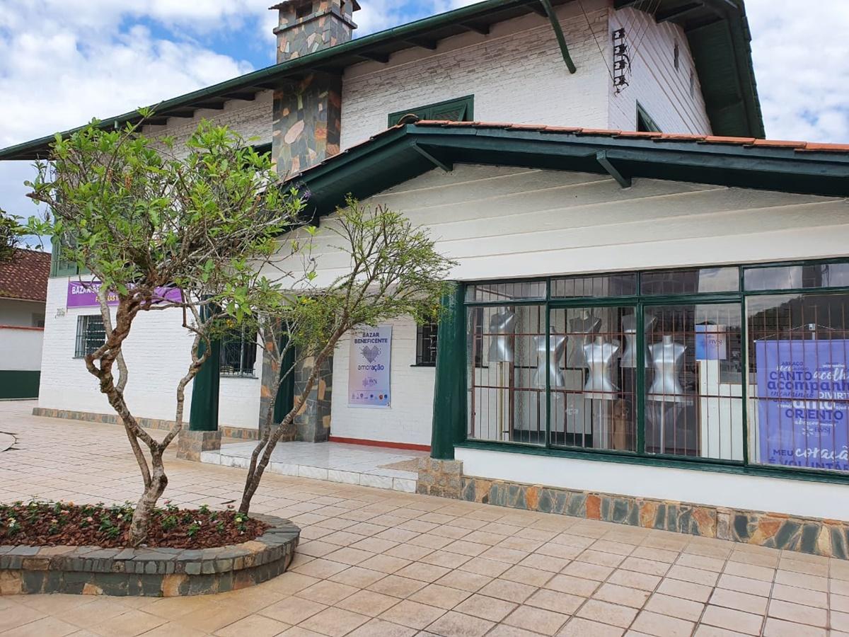 Bazar beneficente arrecada fundos para projetos do Hospital São José