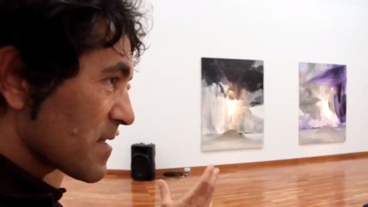 Artista italiano vende escultura imaginária por US$ 18 mil