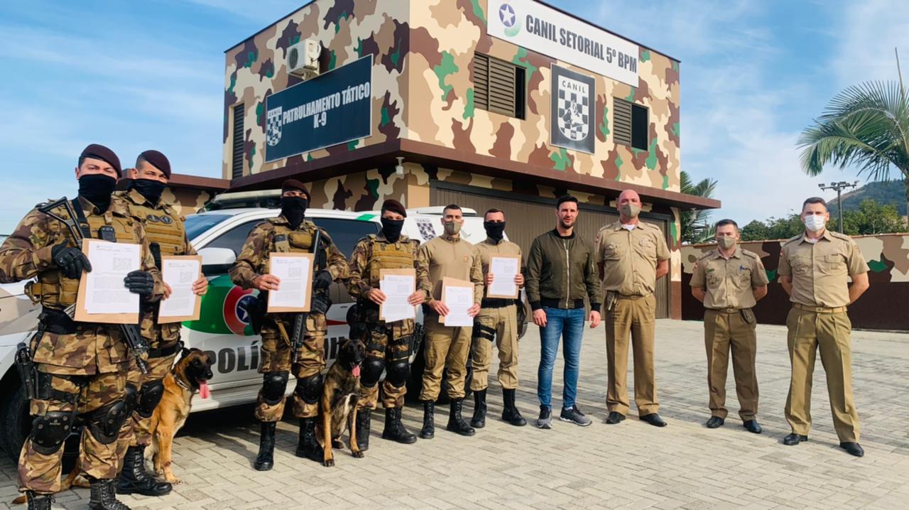 Militares da Polícia Militar de Tubarão recebem moção de aplauso pelo treinamento dado ao K9-Maxx
