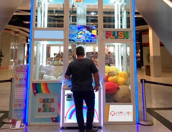 Grua de ursos gigantes é inaugurada no Shopping Della