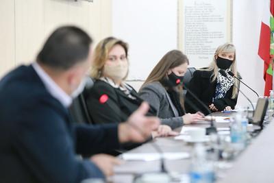 Comissão de Educação se reúne com secretária Patrícia Lueders para tratar de obras paradas e em andamento em escolas e CEIs de Blumenau